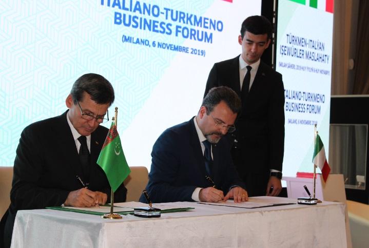 Foto 7 - il momento della firma dell Accordo