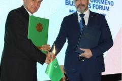 Foto 8 - Stretta di mano tra il dr. Caputo ed il Ministro degli Esteri, Rashid Meredov